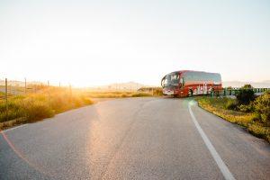 Buses con iluminación externa de cortesía, per