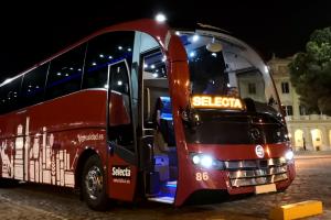 Autboús de 55 plazas, con aseo y adaptado a personas con movilidad reducida (PMR)