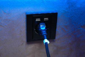 Toma de corriente 220V y enchufes USB 12V
